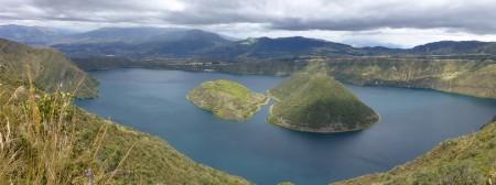 De twee eilanden in Laguna Cuicocha
