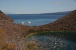 Tagus cove met Lake Darwin op de voorgrond